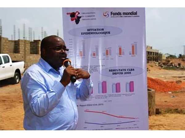 LUTTE CONTRE LE VIH/SIDA : LE DIRECTEUR EXECUTIF DU FONDS MONDIAL DE LUTTE CONTRE LE PALUDISME, LE SIDA ET LA TUBERCULOSE RENCONTRE LES POPULATIONS-CLE A SANVEECONDJI