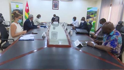Le développement des communes, objet d'échange entre Yawa KOUIGAN et Jocelyne CABALLERO à Atakpamé
