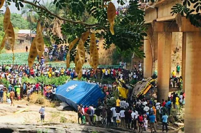 1 mort et 2 blessés graves dans un accident de camion survenu sur le pont de la rivière kara